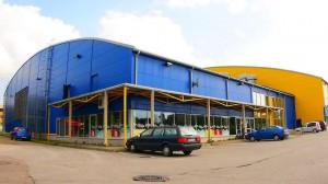 """Так сказать старый Нарвский спортцентр на ул. Раквере, 22д был построен в 2005 году - и тоже в партнерстве с частным капиталом, а именно с ТОО """"Narva Catering"""". Последнее в 2011 году вышло из состава общего НКО, оставив город рассчитываться с банком самостоятельно."""