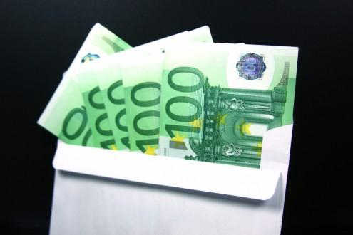 Купюры евро (Архив)