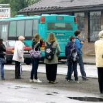 На автобусной остановке (Пеэтер ЛИЛЛЕВЯЛИ/архив)