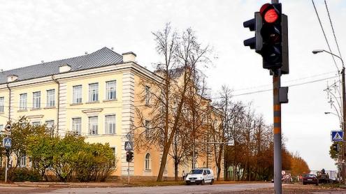 Здание нарвской Кесклиннаской гимназии (Илья СМИРНОВ/АРХИВ)