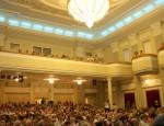 В главном зале Силламяэского центра культуры, открывшегося после ремонта.  Архивное фото, автор - Пеэтер Лиллевяли