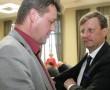 В Йыхвиском волостном собрании 19 мая новым волостным старейшиной выбрали вместо Айвара Сурва бывшего мэра Нарвы Эдуарда Эаста, являвшегося когда-то также ида-вируским уездным секретарем.