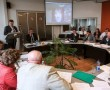 В зале заседаний Нарвского горсобрания 19 мая виртуально - на экране - присутствовал и принимал участие в обсуждениях руководитель школьной сети Министерства образования и науки Калле Кюттис. Народные избранники благодарили его как за само участие, так и за русский язык общения.