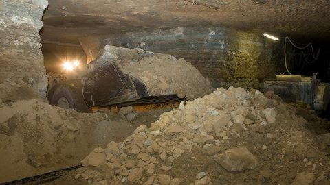Добыча сланца в шахте (Матти КЯМЯРЯ, архив)