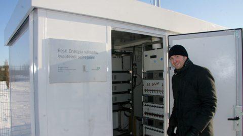 """""""Результаты измерений поступают с мониторинговой станции прямо в Таллинн, а мы видим их на странице Центра инвестиций в окружающую среду, как и все остальные"""", - сказал руководитель экологической лаборатории """"Eesti Energia"""" Рейо Толберг."""