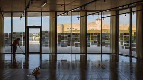Пустующий зал будущего кафе-ресторана в нарвском пляжном здании (Илья СМИРНОВ)