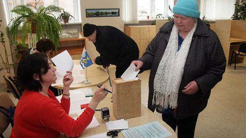 Вокасцы Ээви Рехе и Юри Эльяс проголосовали против объединения в одну огромную волость.
