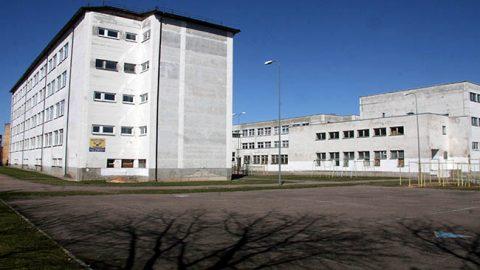 В школе, которая была открыта в 1991 году, требуют обновления системы отопления, освещения, водоснабжения и канализации, нужно утеплить фасад, отремонтировать классы, коридоры, актовый и спортивный залы.
