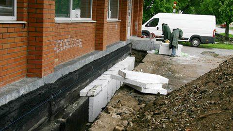 Строительные работы активно ведутся и внутри будущего музея, и снаружи здания.