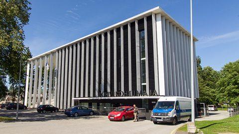 Помещения прокуратуры располагаются на третьем и четвертом этажах в левом крыле Йыхвиского дома суда, и Госпрокуратура убеждена, что в этих помещениях опасности для здоровья нет.