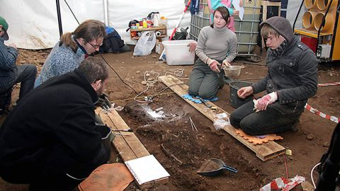 Кукрузеское кладбище обнаружили в 2009 году и тогда провели археологические исследования на том участке, что находился под шоссе Таллинн-Нарва.