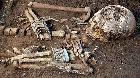 Пример находки на древнем кукрузеском кладбище (Пеэтер ЛИЛЛЕВЯЛИ/АРХИВ)