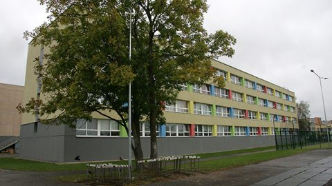Учебный корпус Йыхвиской русской основной школы нужно освободить от имущества и передать строителям к 5 января. (Пеэтер ЛИЛЛЕВЯЛИ)