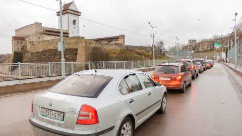 Исследование показывает, что все большее количество прибывающих в Эстонию российских туристов не ограничиваются только Нарвой, а двигаются дальше - по Ида-Вирумаа и даже за его пределы. (Илья СМИРНОВ)