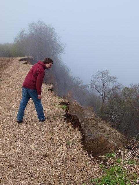 Май 2013 года: за осмотром свежего оползня на Хийемяги в Пуртсе.