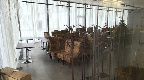 Зал ресторана в нарвском пляжном здании в день предполагавшегося открытия, 1 декабря, был по-прежнему закрыт. (Илья СМИРНОВ)