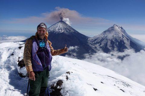 2017 год. На Камчатке на фоне вулканов Ключевская сопка и Камень. (ЧАСТНЫЙ АРХИВ)