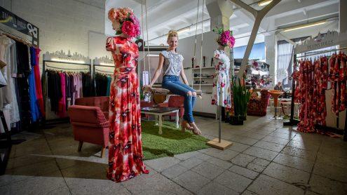 """Руководитель отечественного бренда одежды """"Tallinn Dolls"""" Мари Мартин отметила, что хороших работников для своего малого производства найти ей было нелегко. (Фото: SCANPIX)"""