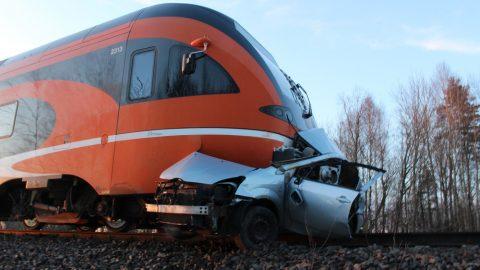 Не все трагические ДТП происходят с участием только пешеходов и машин. Железнодорожные переезды тоже внесли свой вклад в печальную статистику. (Фото Департамента полиции и погранохраны)