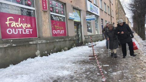 Пешеходы на льду (фото: Илья СМИРНОВ/АРХИВ)