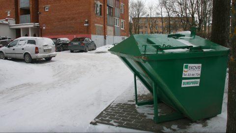 """Договор на организованный вывоз мусора, заключенный между Кохтла-Ярве и """"Ekovir"""" на пять лет, действует с 1 октября 2016 года. Но уже в декабре 2016 года фирма впервые предлагала его расторгнуть. (Фото: Пеэтер ЛИЛЛЕВЯЛИ)"""