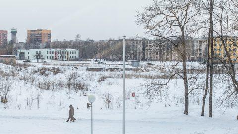 Территория будущего паркового торгового центра в Йыхви. (Фото: Матти КЯМЯРЯ/АРХИВ)