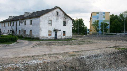 Построенный в 1968 году дом по улице Сяде, 12 волость хотела снести еще 12 лет назад, однако до сих пор это не сделано. (Фото: Пеэтер ЛИЛЛЕВЯЛИ/АРХИВ)