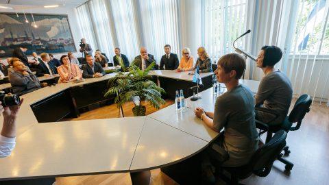 Случаи, когда на заседаниях Нарвского горсобрания звучит только эстонская речь, выдаются очень редко. Прошедшая 28 августа встреча президента Керсти Кальюлайд с депутатами стала одним из них. (Фото: Илья СМИРНОВ)