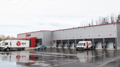 """Новый йыхвиский терминал """"DPD Eesti"""" размером в тысячу квадратных метров обошелся в миллион евро. (Фото: Матти КЯМЯРЯ)"""